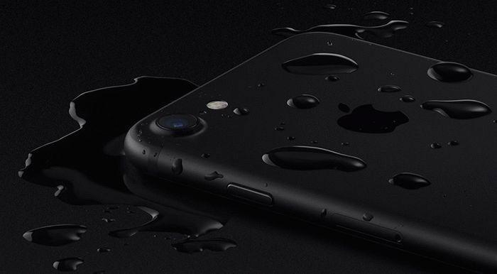 iPhone 7 в воде